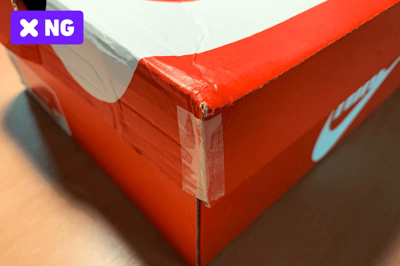 ボックスのダメージ箇所をテープで止めている